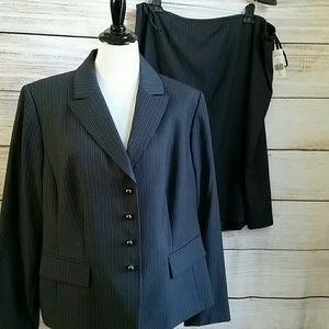 Jackets & Blazers - Tahari Suit NWT SZ 18